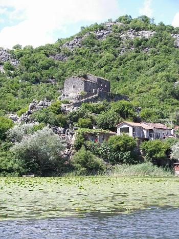 pogled na ljetnjikovac Sv. Petra Cetinjskog