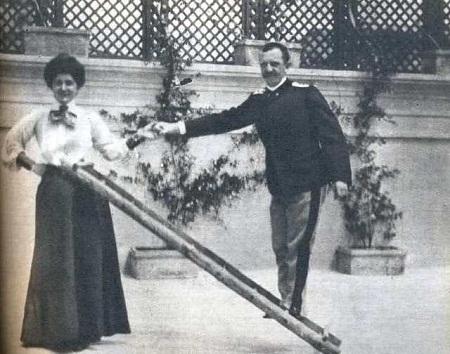razlika u visini kraljevskog para, Jelena i Viktor