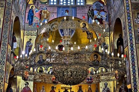 Centralni luster u hramu